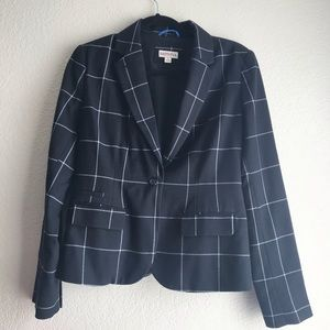 Wide plaid black & white blazer size 4